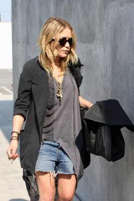 10697_Celebutopia-Mary-Kate_Olsen_in_jean_shorts_in_Hollywood-02_122_937lo.jpg